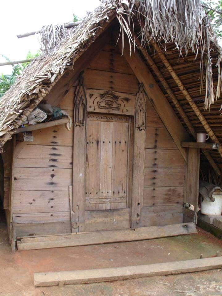 Traditioneel huisje in het dorp Nieuw Aurora