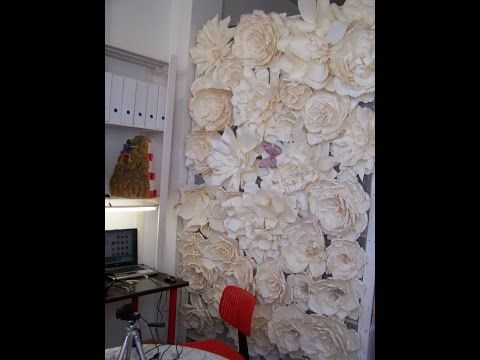 Diy how to make a paper flower backdrop rose como for Como colocar papel mural