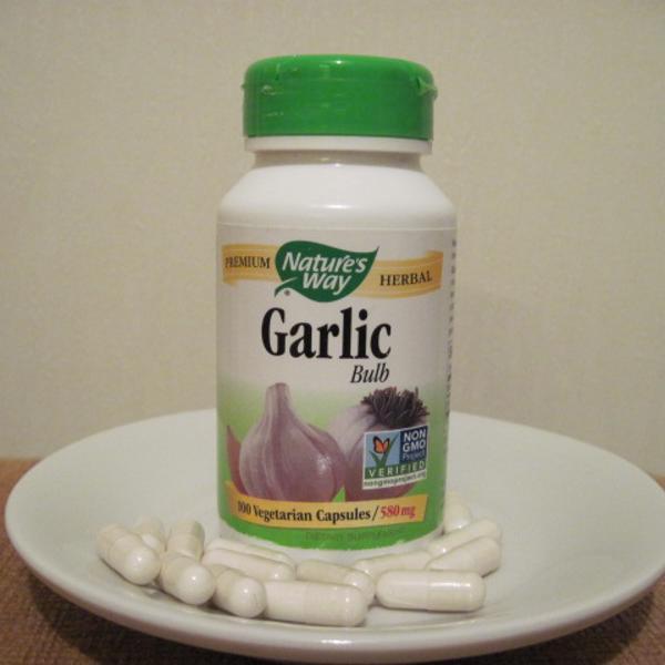مكملات غذائية للبشرة وصحة القلب والذاكرة Garlic Bulb Herbalism Coconut Oil Jar
