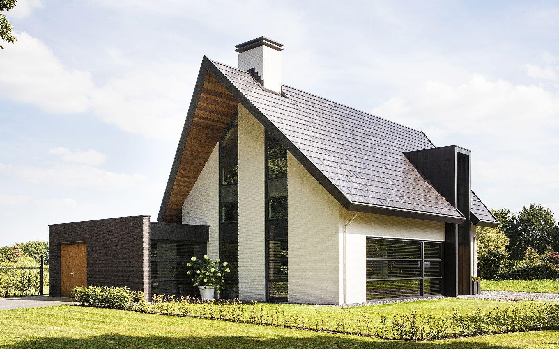 Moderne eigentijdse woning een wit gekeimde moderne woning met