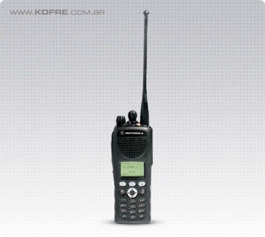 Rádio Portátil Motorola APCO P25 - XTS2250 - Compatível com o moderno sistema trunking digital de protocolo P25 com todas as vantagens e benefícios da plataforma digital, uma excelente ferramenta para quem deseja ter em mãos terminais de comunicação eficientes e que garantem grande confiabilidade. Desenvolvido especialmente para setores de operações de missões críticas como setor elétrico, petrolífero e o de mineração, este rádio é ideal para migração da plataforma analógica para digital.