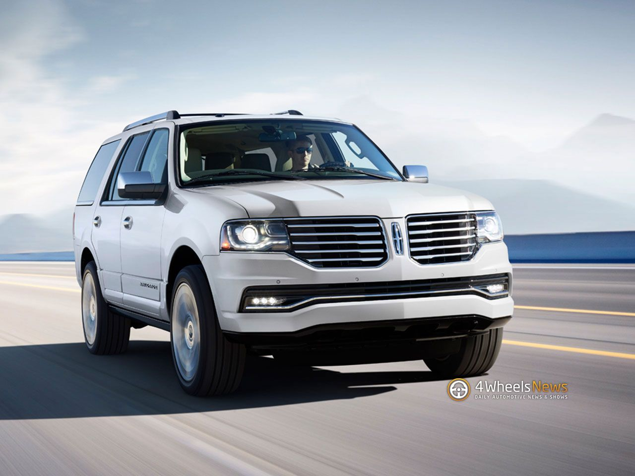 Lincoln refreshes Navigator to announce it is still alive challenge