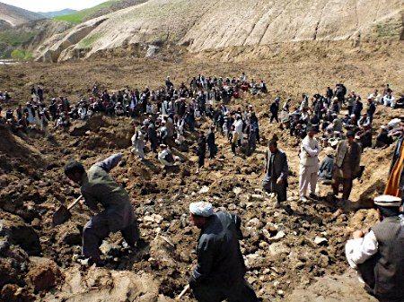 2100人以上の死亡確認=アフガン【EPA=時事】