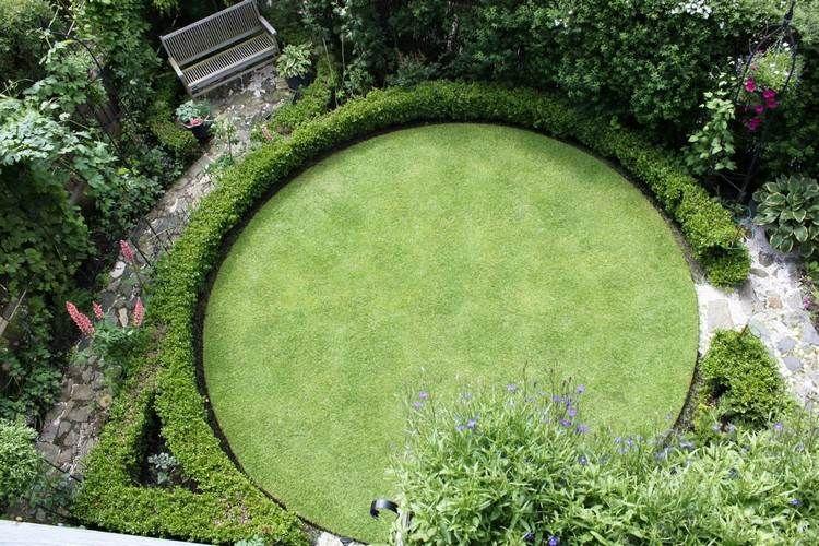 Rund Geformte Rasenfläche Und Niedrige Buchsbaumhecke Garten Gestalten  Ideen, Rasen, Schrebergarten, Balkon,