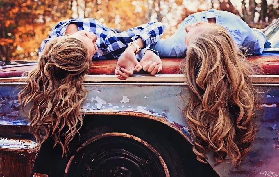 Best Friend Senior Picture @Laura Jayson Jayson Lorenzetti