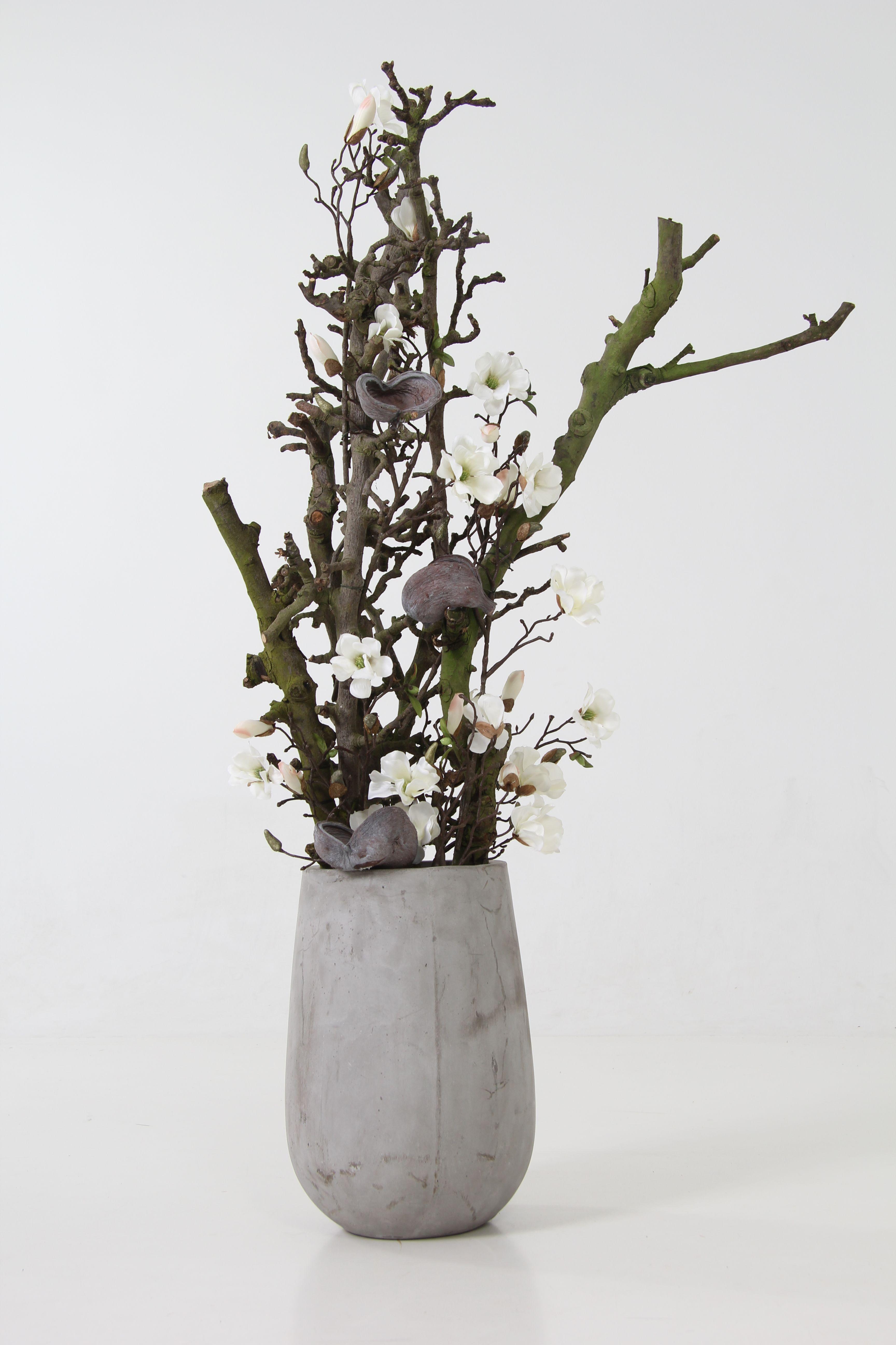 Decoratie Gemaakt Met Decoratietakken En Zijde Magnolia Bloemen Dit Alles Is Verkrijgbaar Op Webshop Decoratietakken Nl Bloemenvazen Bloemstukken Decoratie