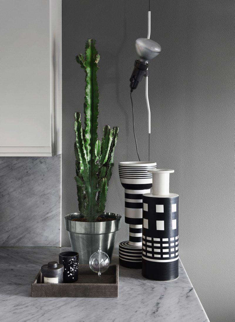 Modechefen Daniel Lindström bor i ett radhus på ett tak, får elchocker av Pradavisningar och upptäckte sin kärlek till design i ett orenoverat hotellrum.