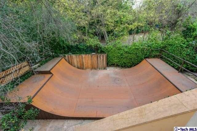 Miley Cyrus Childhood Home Hits The Market For 5 995m Backyard Skatepark Tuscan Style Skateboard Ramps