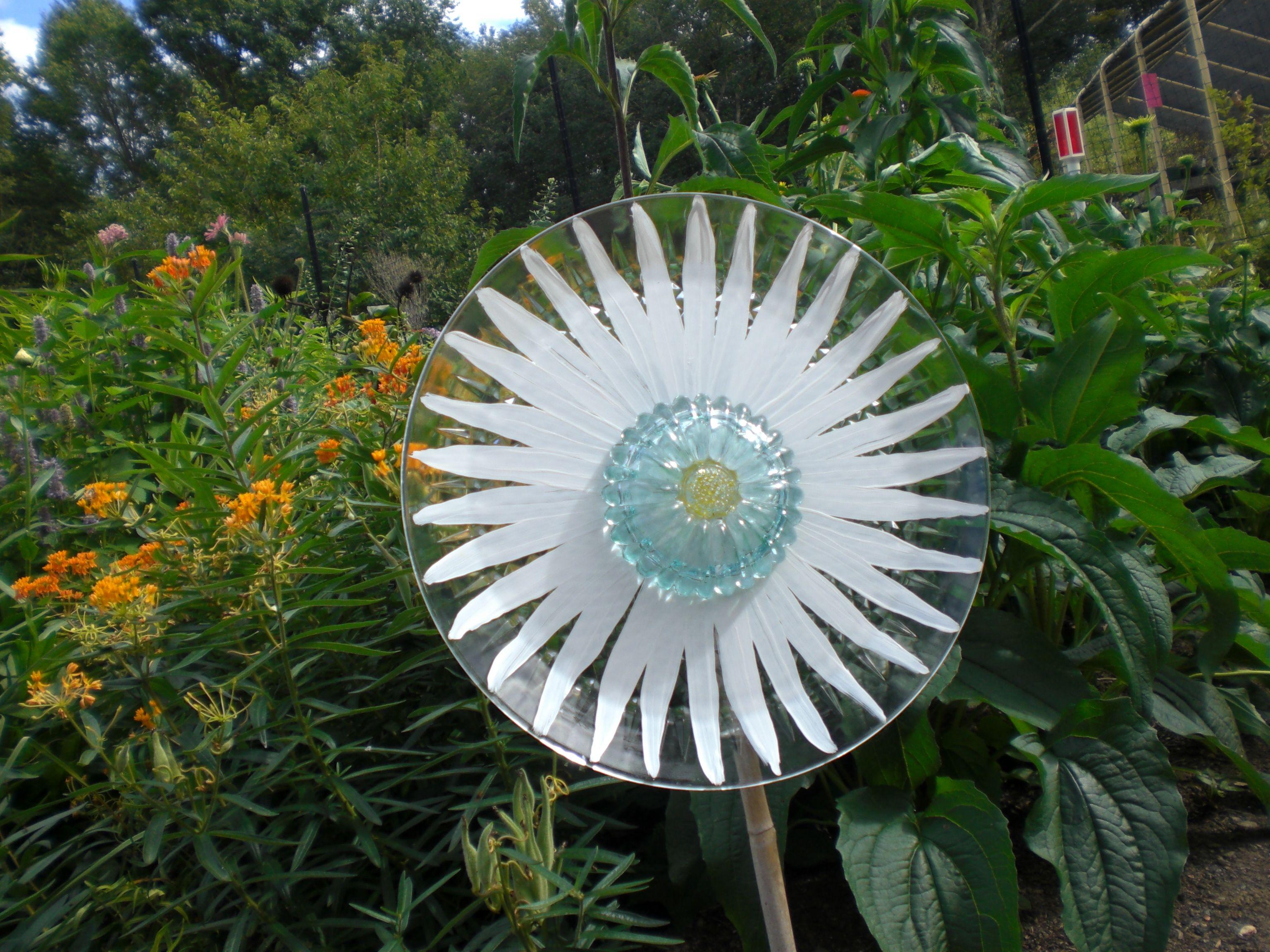 115 white flower with blue center glass garden flower sold glass 115 white flower with blue center glass garden flower sold izmirmasajfo