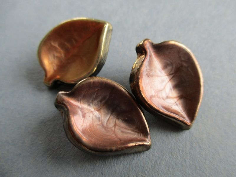 3 VINTAGE EARLY PLASTIC BUTTONS REALISTIC COPPER GOLD LEAVES noelhumphrey on eBay.co.uk