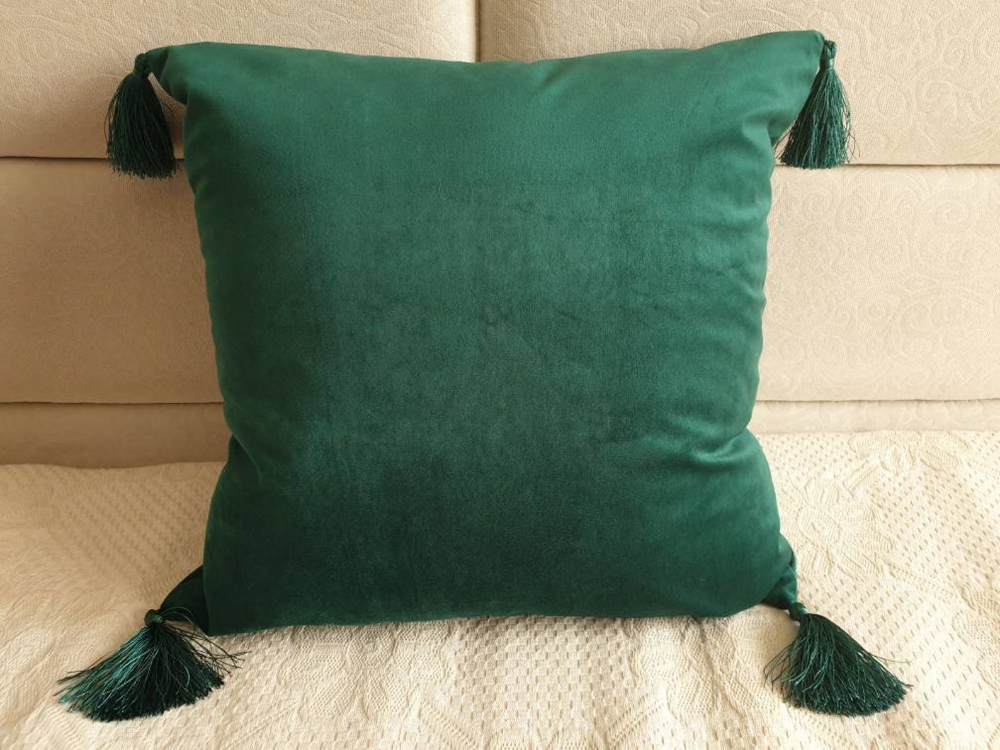 Emerald Green Pillow Cover With Tassels Velvet Green Pillow Etsy In 2020 Green Throw Pillows Green Pillow Cases Green Velvet Pillow