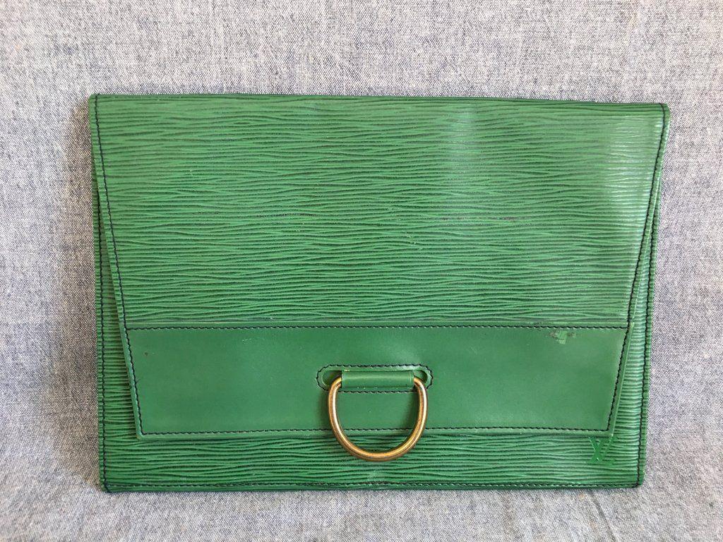 Authentic louis vuitton epi pochette lena green clutch