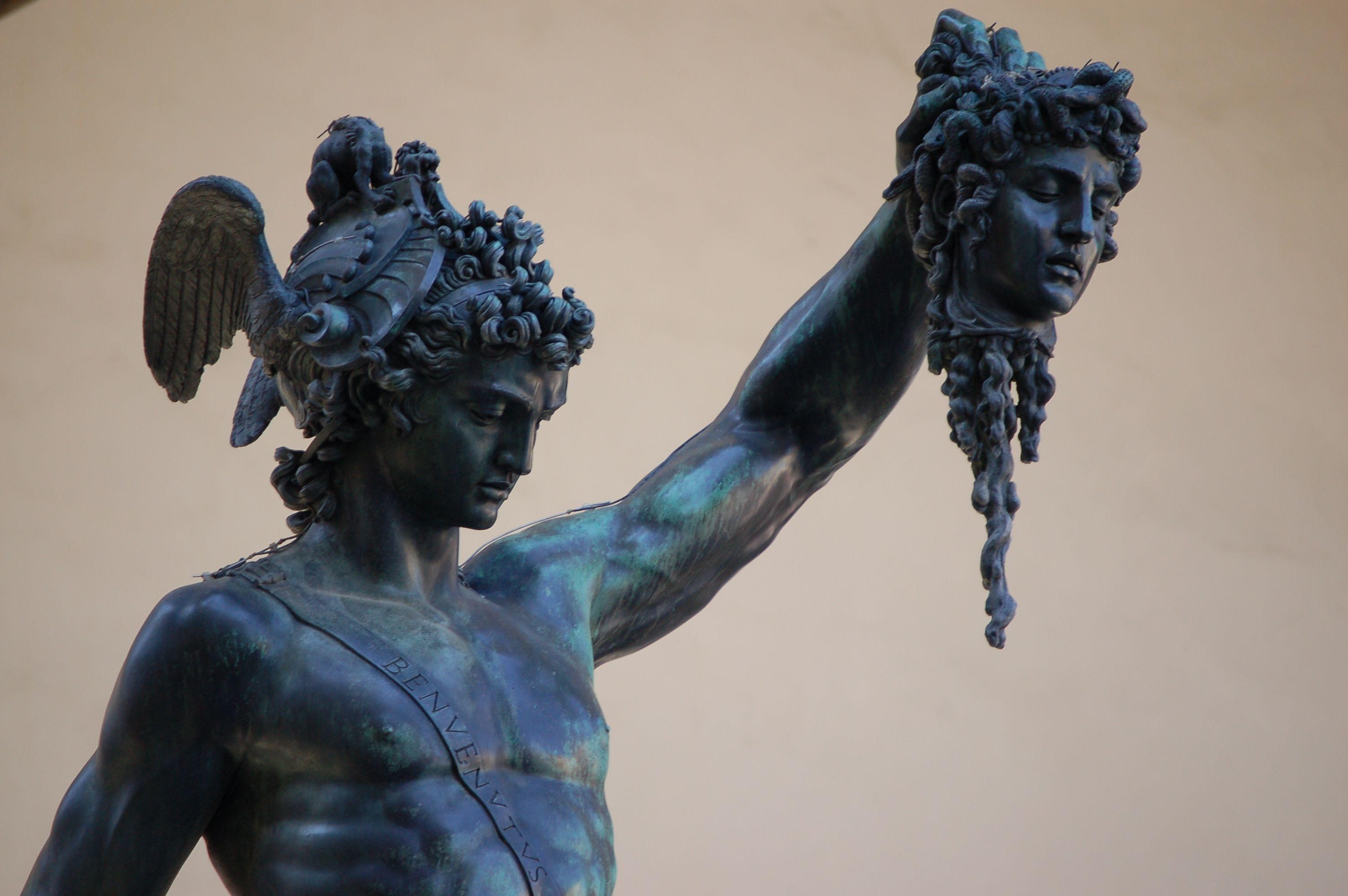 Perseus The Head Of Medusa R Wallpapers Perseus And Medusa Medusa Statue