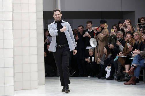 Suomalaissuunnittelija Pariisin muotiviikon ykkösnimiä - Vogue hehkuttaa