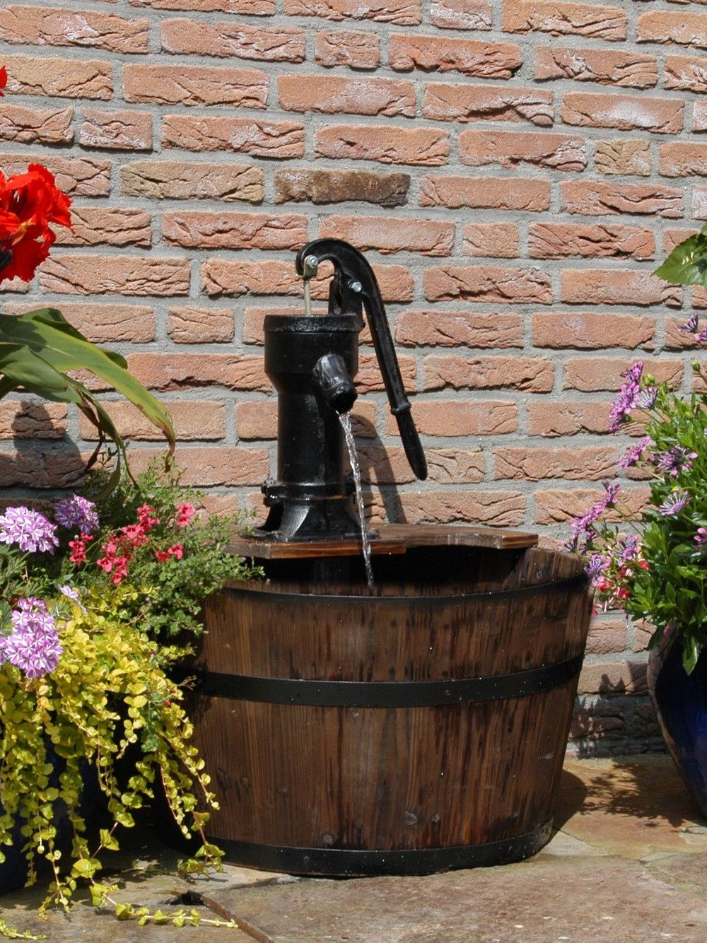 Genial The Newcastle Wooden Barrel Water Feature Is A Traditional Wooden Barrel  And Pump. This Self