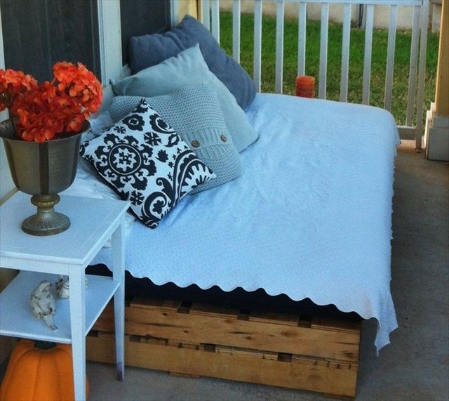 30 id es pour fabriquer son canap avec des palettes id es de meubles en palettes pinterest. Black Bedroom Furniture Sets. Home Design Ideas