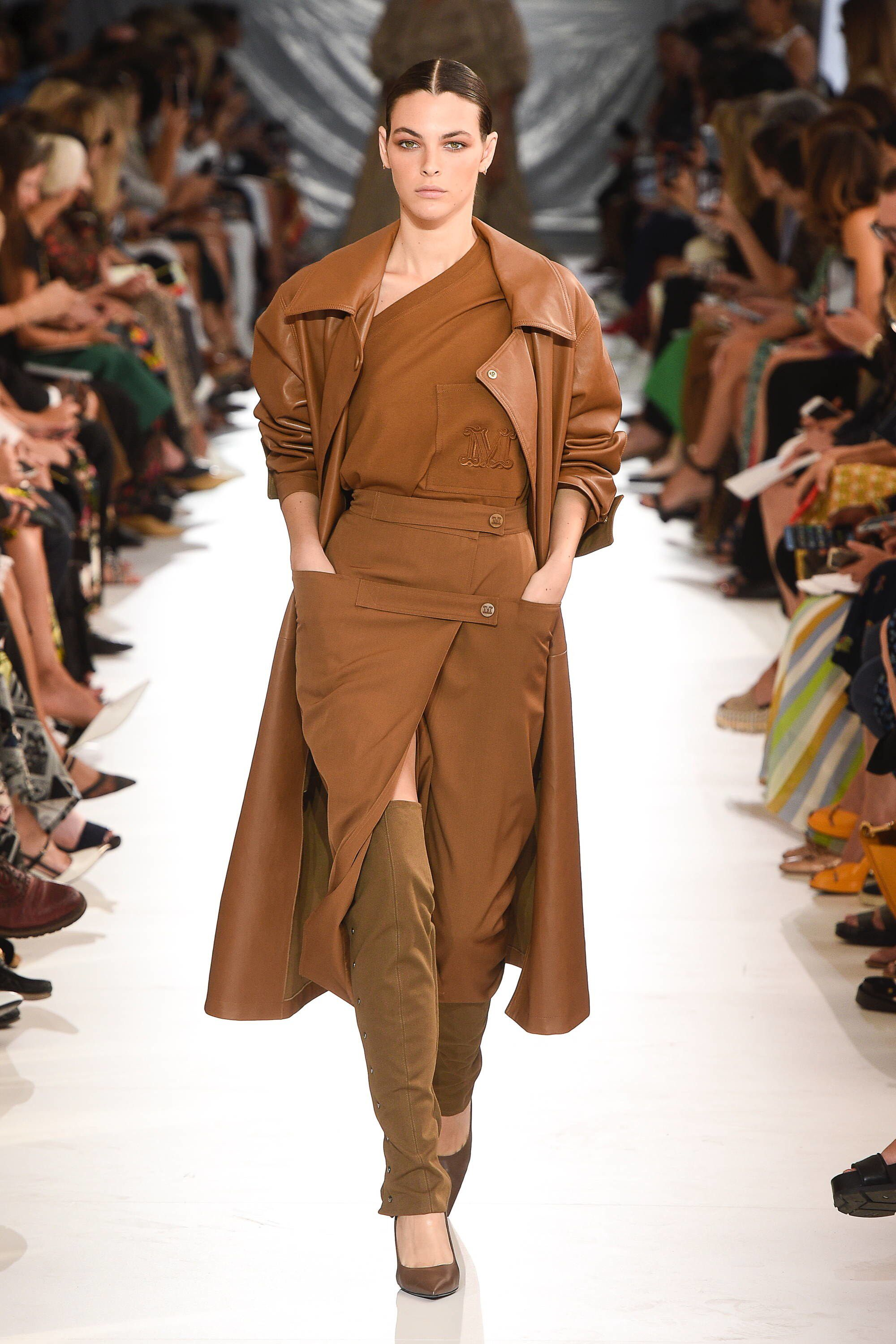 c1b3467ea13 Max Mara Spring 2019 Ready-to-Wear Fashion Show Collection: See the  complete Max Mara Spring 2019 Ready-to-Wear collection. Look 4
