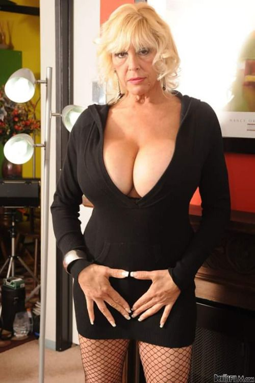 Busty mature woman does