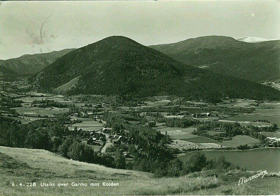 Oppland fylke Lom kommune utsikt over Garmo mot Kolden Utg Normann 1950-tall