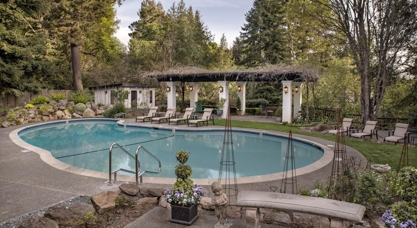 Set In A 1929 English Tudor Inn This S Only Napa Valley Bed And Candlelight Innhoneymoon Hotelsenglish