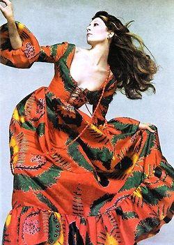 Anjelica Huston by Richard Avedon Anjelica's gipsy mood in Geoffrey Beene,Vogue US November 1970