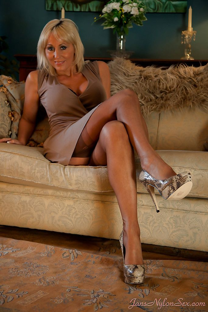 mature heels and stockings sex leaned face