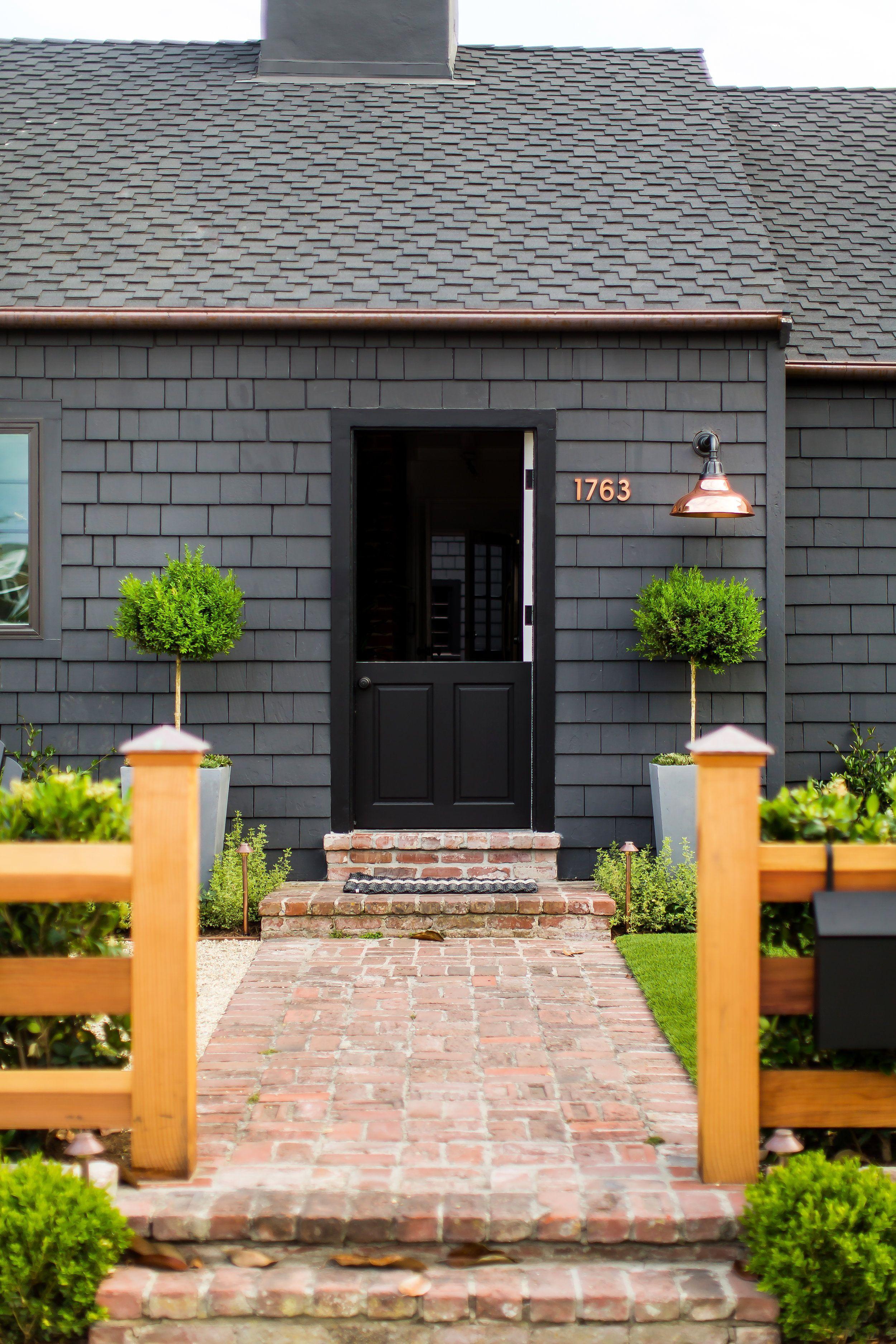 Black Shake Siding Raili Ca Design Architecture Architectureportfolio Architecturedrawing Arc Black House Exterior Exterior Brick House Paint Exterior