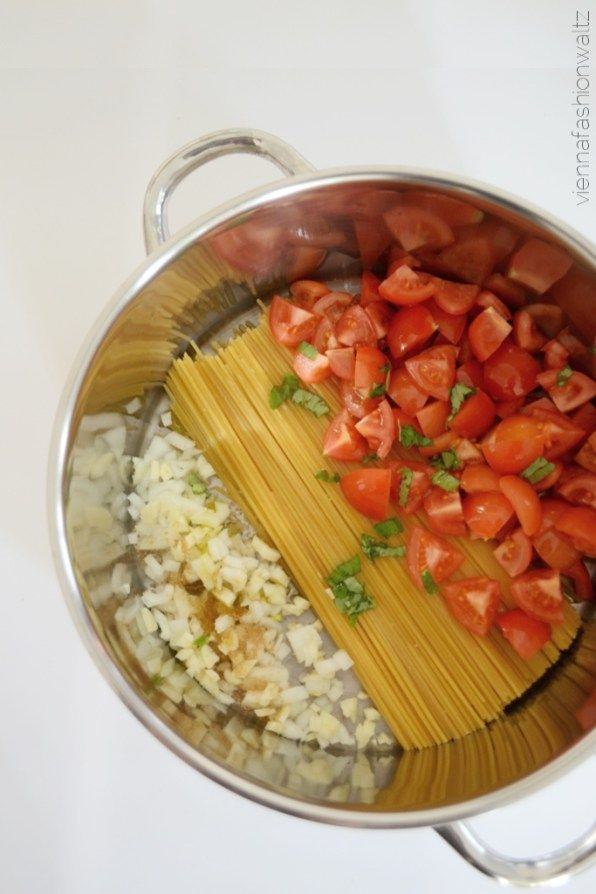Alles aus einem Topf! One Pot Pasta mit Spinat & Fetakäse #easyonepotmeals