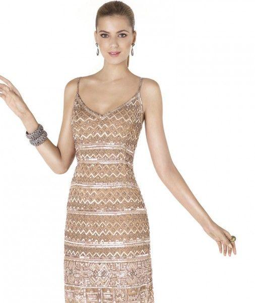 Vestido corto con bordado en formas geométricas de Pronovias 2015