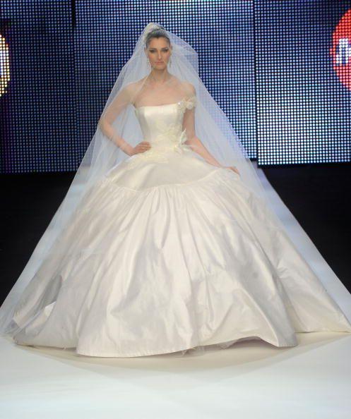 2ca6f3ea2 Tipos de silueta del vestido de novia  Silueta tipo baile o vestido de gala
