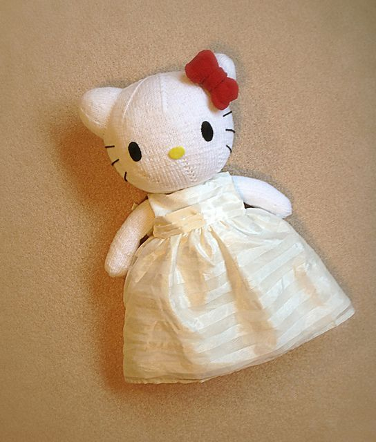 Free! - Ravelry: Hello Kitty pattern by knitterbees   Knitted - Toys ...