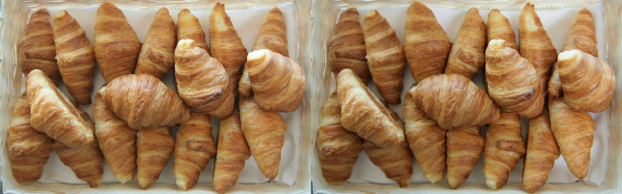 Anyone craving for some croissants? This side-by-side image looks even better with 3DWiggle.
