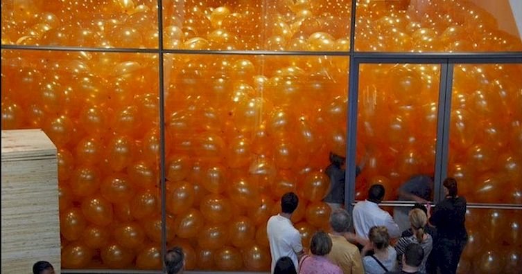 50 People Were Asked To Enter A Room Filled With Balloons...What Happened Next Left Me Stunned