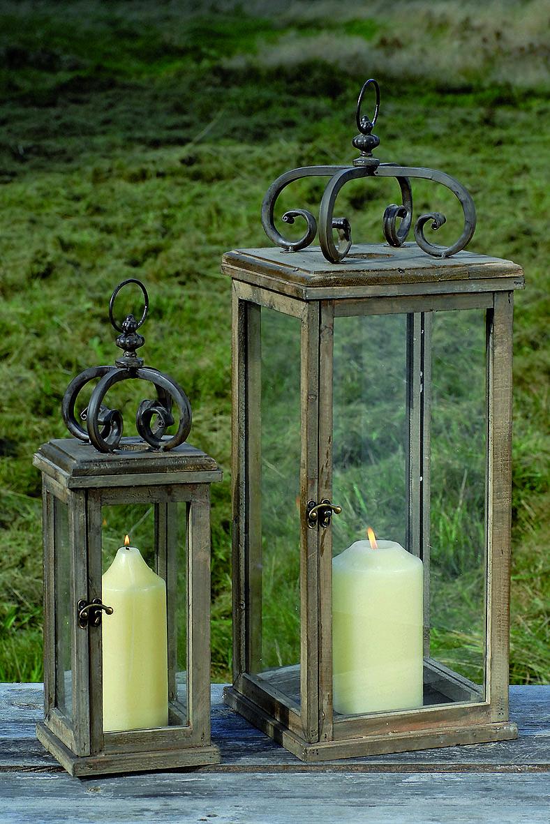 stilechte dekorative laterne im antik design aus holz und. Black Bedroom Furniture Sets. Home Design Ideas