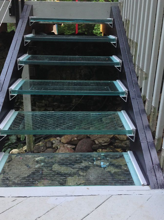 Best Laminated Glass Stair Treads And Aluminum Brackets Over A 400 x 300