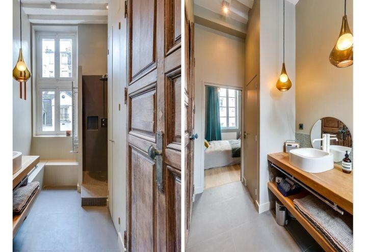 A sinistra una massiccia porta in legno separa la camera for Interni appartamenti parigini