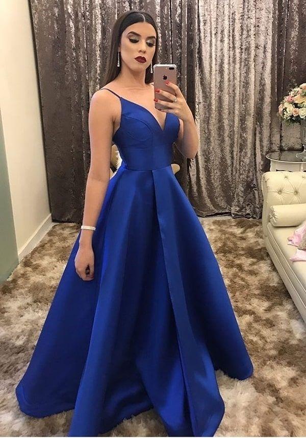 Vestido de festa azul 2020: do azul marinho ao azul bic