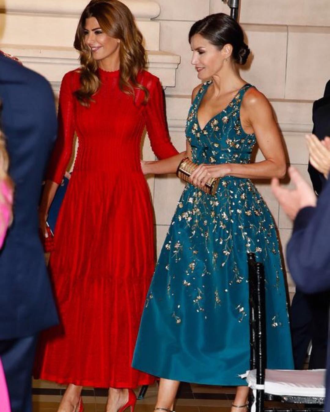 Invitada Trendy By Conde On Instagram Duelo De Bellezas Los Reyes En La Cena Estatal En Su Visita A Argentina Ofreci Royal Fashion Royal Clothing Fashion