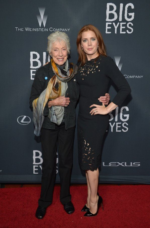 Margaret Keane and Amy Adams at event of Big Eyes (2014) notice her blue pin ;)