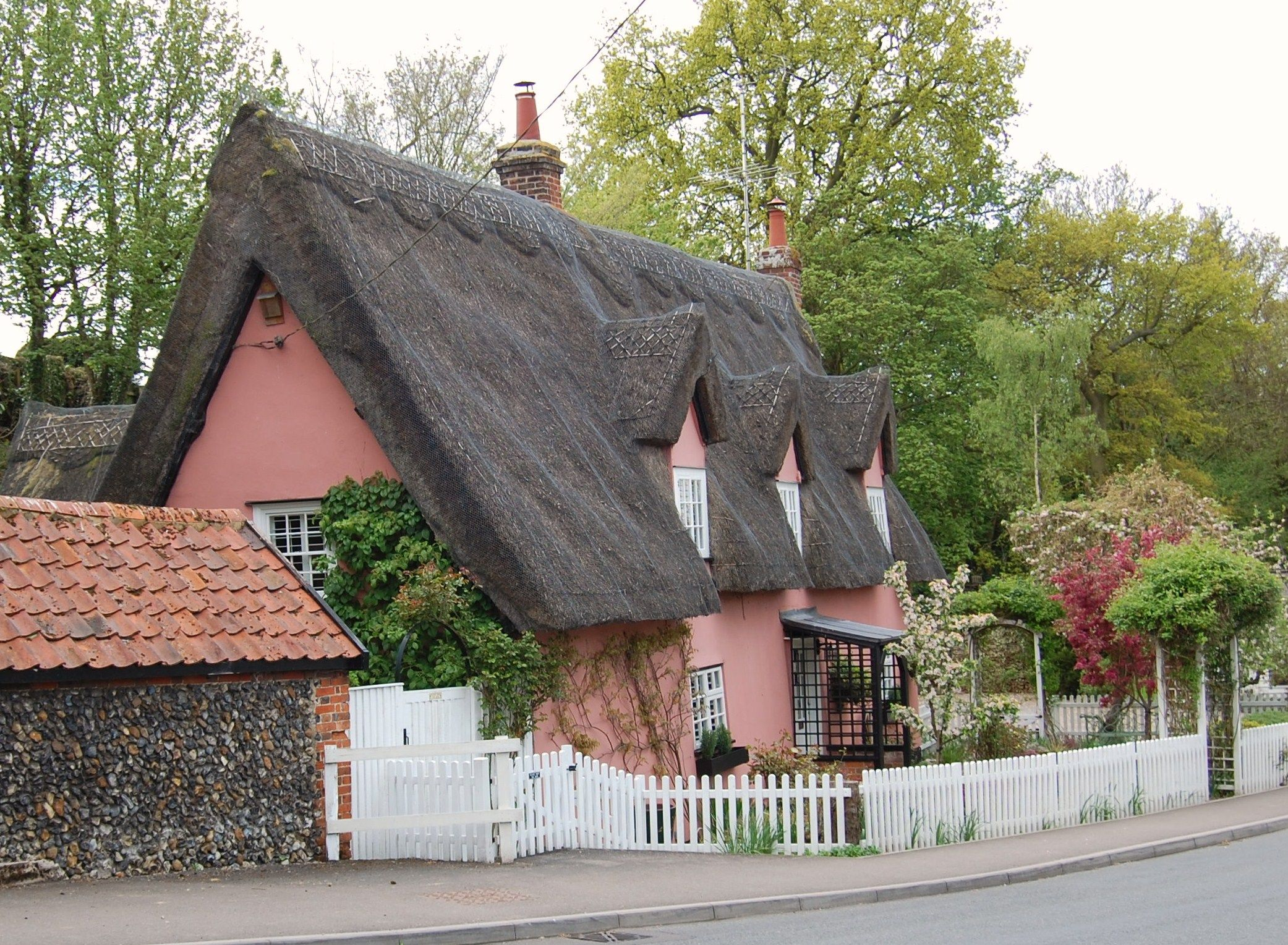 suffolk pink cottage england pinterest english