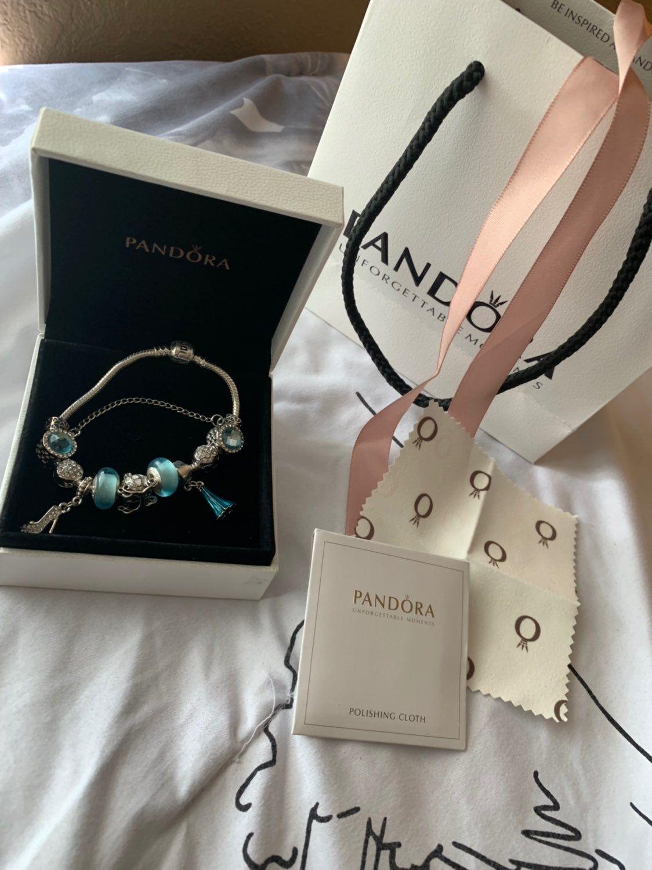 Beautiful Pandora Disney Bracelet Comes With Everything Pictured Disney Pandora Bracelet Pandora Bag Pandora Bracelets