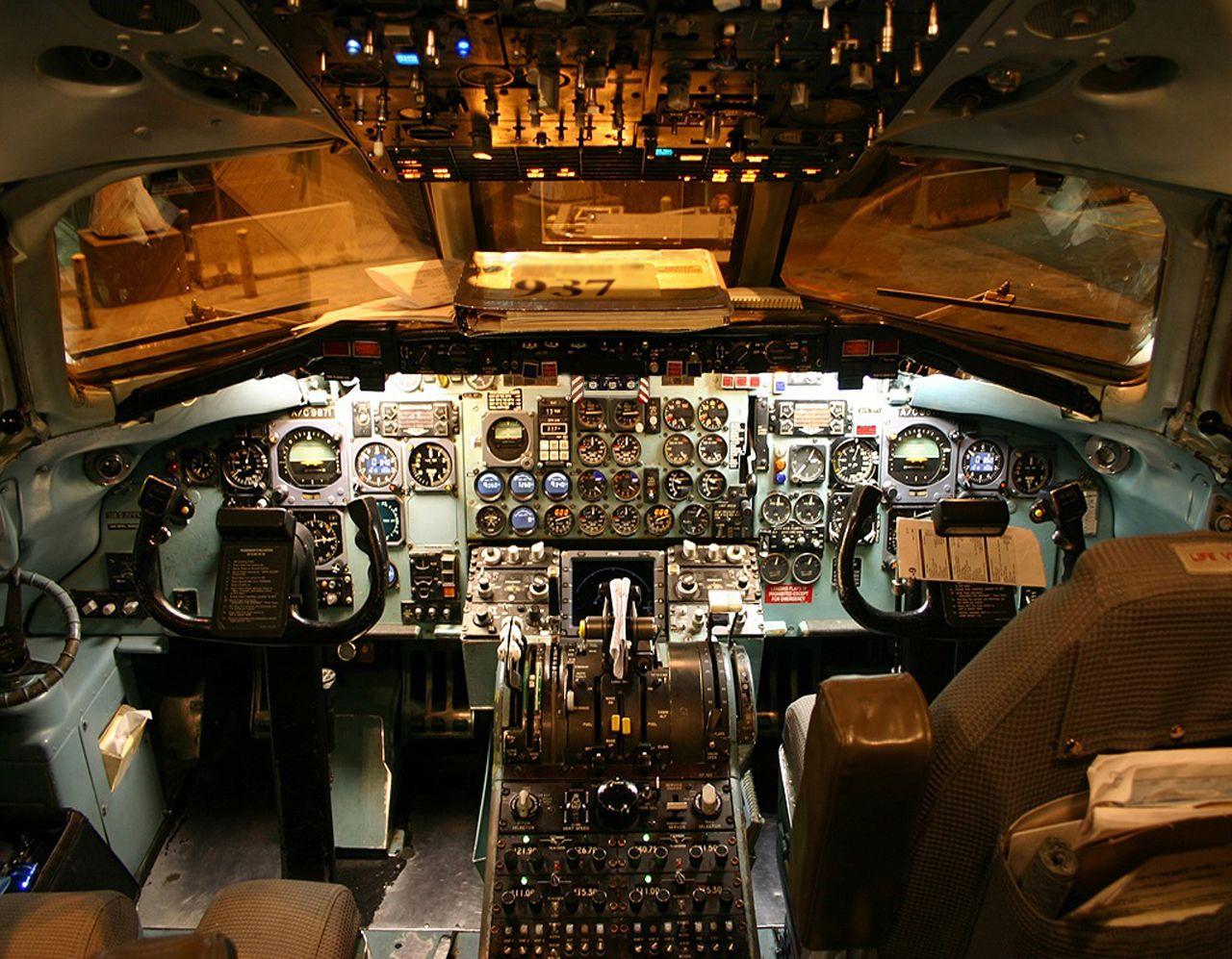 Midway Airlines Dc 9 30 Cockpit Real Pilots Flew Steam Gauges