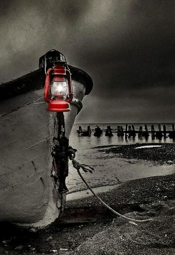 Black And White Photography With Red Color Splash