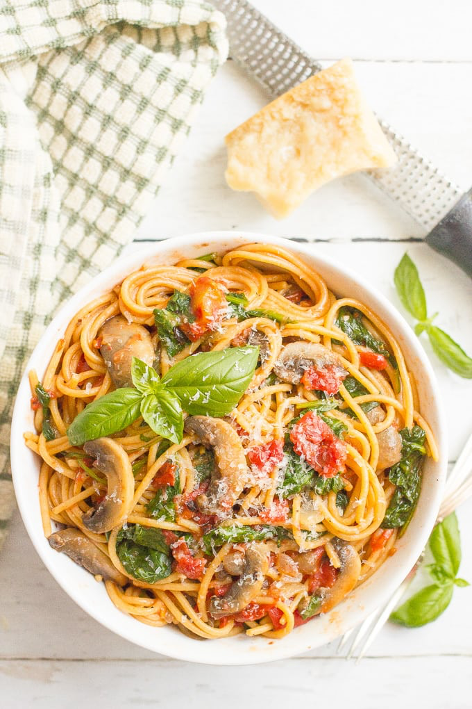 Vegetarian spaghetti with mushrooms and spinach makes an easy healthy onepot pasta dinner thats ready in 25 minutes