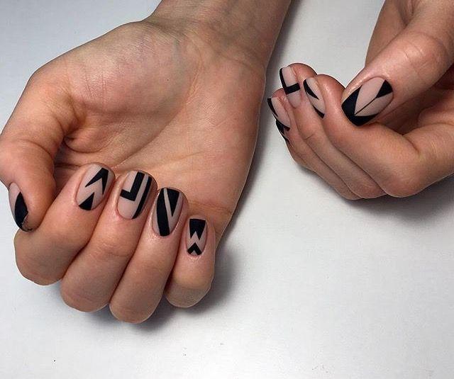 фото абстракция в дизайне ногтей 2018