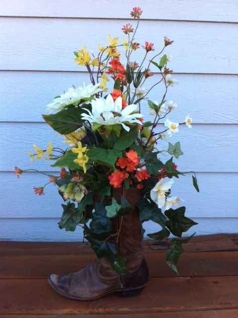 Western Floral Arrangement In Cowboy Boot 69 99 Via Etsy Piacreative Floral Designs