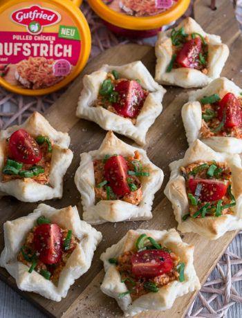 Anzeige - Schnelle Häppchen mit Gutfried Pulled Chicken Aufstrich Rezept - MakeItSweet.de #saladeautomne