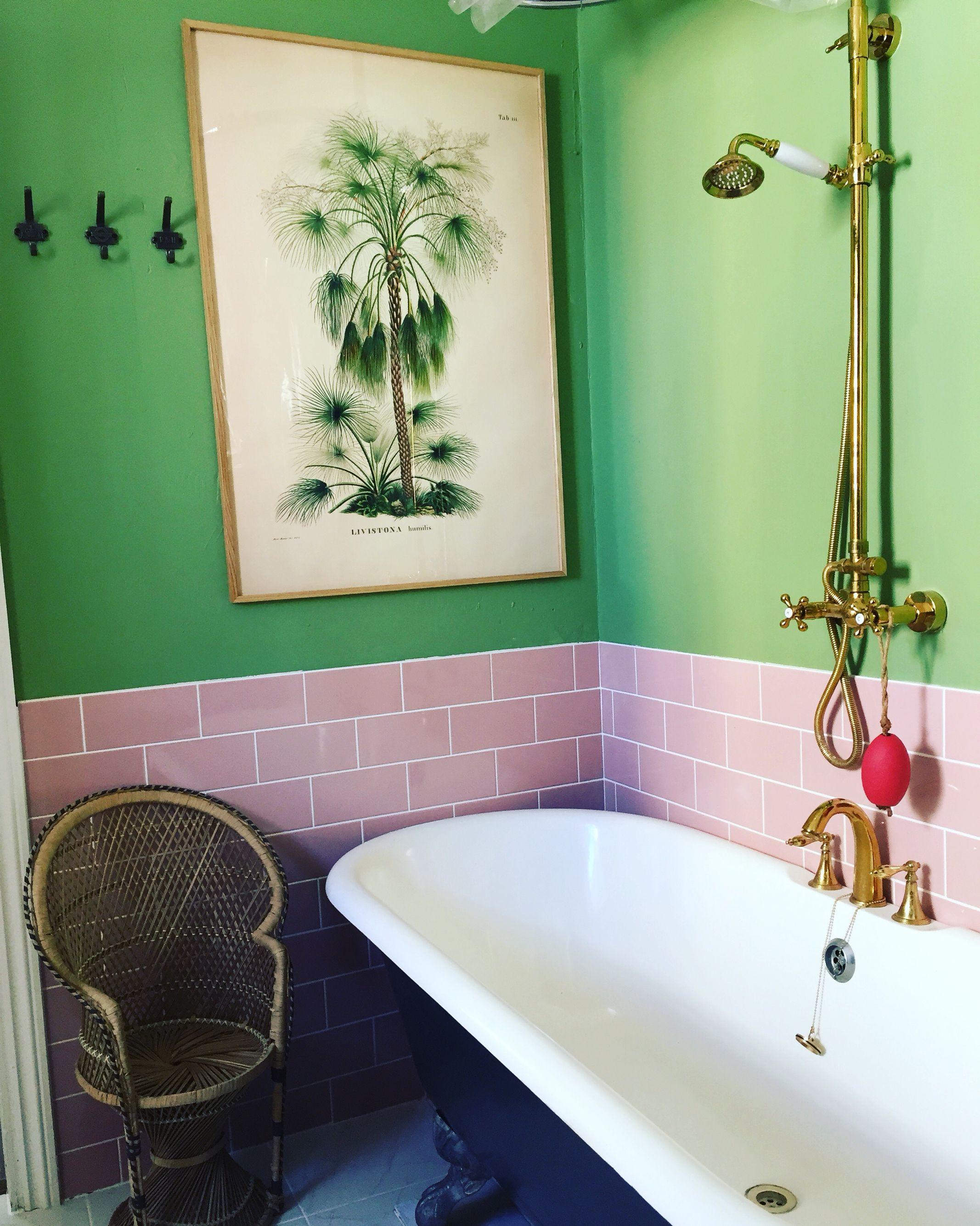 Pin By Lynn Johnstone On 1950 S Bathrooms Retro Bathrooms Retro Pink Bathroom Vintage Bathrooms