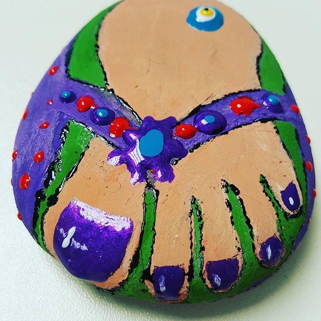 #slipper #love #stone #foot #desen #tasarım #taşboyama #sanat #art #kapıtaşları #resim #moda #colors #boyama  #renkler #stoneart #el #yapımı #instagram #igdaily #gününkaresi #gününfotoğrafı #nofilter #igers #igersistanbul #now #like #lol #tbt #tokyo