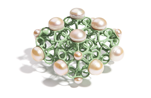 Nicolay-sardamov_brosche-intersections_pearls_green